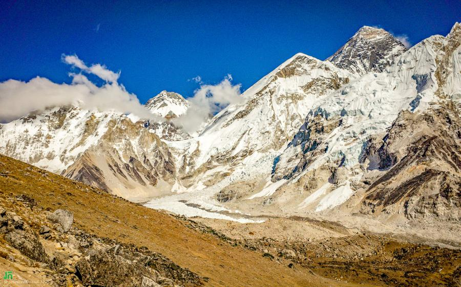 The highest peak is the Everest, Alt. 8848m