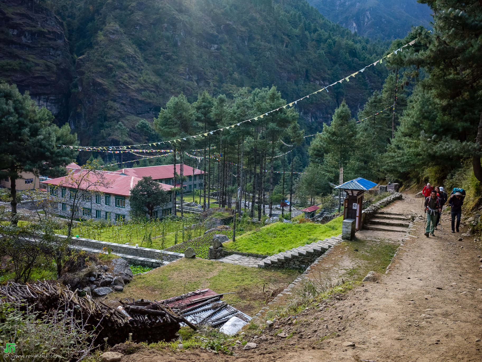 On the way from Phakding to Namche-Bazar